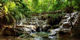 Kleiner Wasserfall im Dschungel von Palenque, Mexico. Aufgenommen von Daniela Vey.